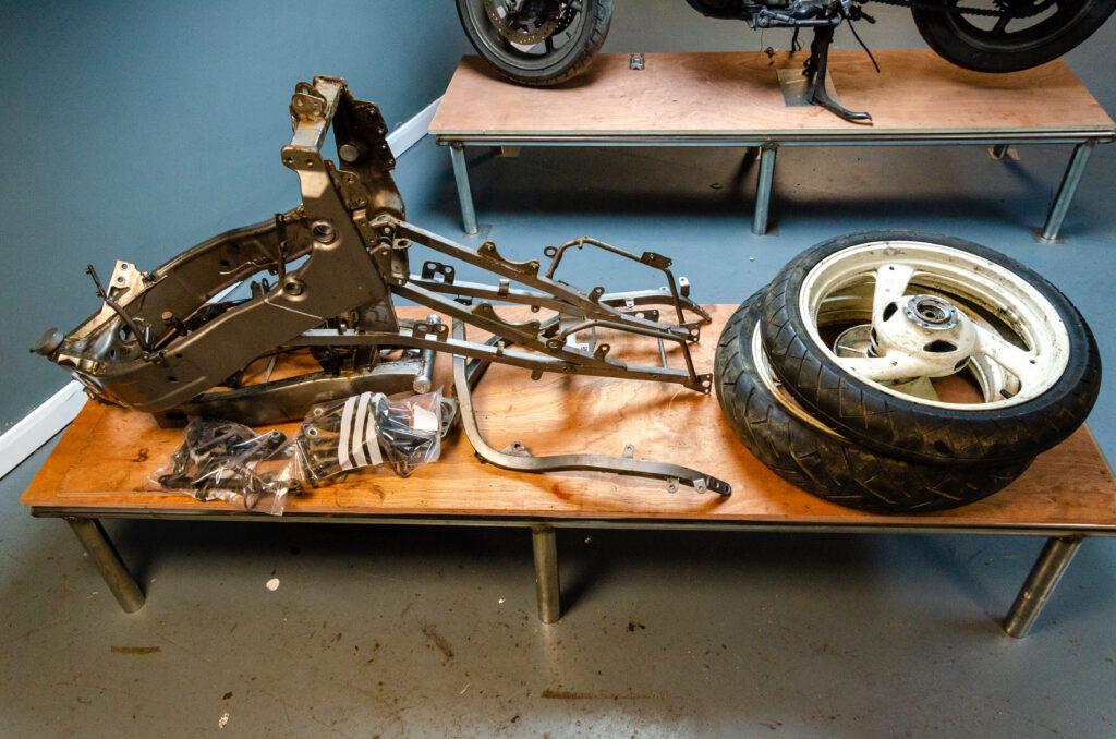 Yamaha FZR 600 Stripped