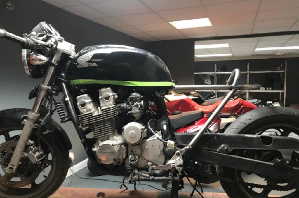 Honda CB750 Cafe Racer Build