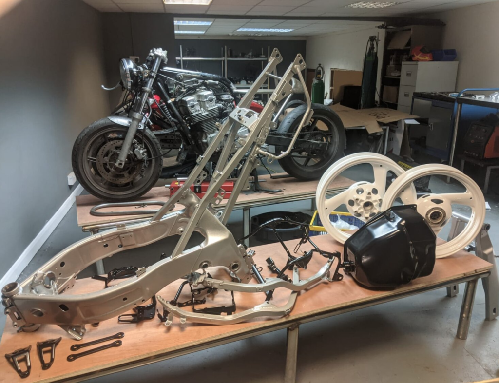 Yamaha FZR 600 Powder Coated Components